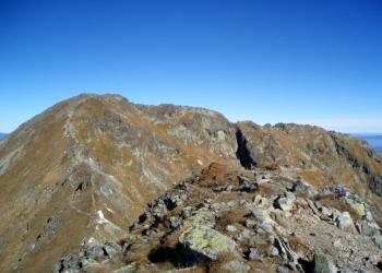Pohled na Baníkov z vedlejšího vrcholu Príslop.