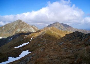 Dvojvrchol Ostrého Roháče (vpravo), za ním Volovec a vlevo Plačlivé.