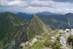 Ostrý Roháč a Volevec (vlevo), úplně vpravo Hrubý vrch.