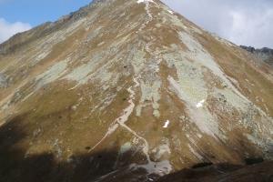 Cesta na vrchol ze Žiarského sedla (dole).